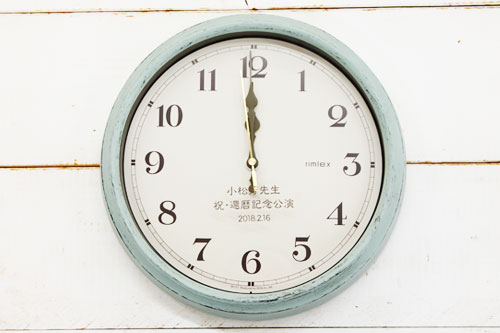 レトロな名入れ電波時計
