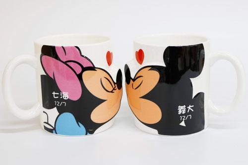 ミッキー&ミニー キス 名入れペアマグカップ